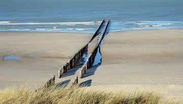 Wellenbrecher am Strand bei Domburg von Koolspix