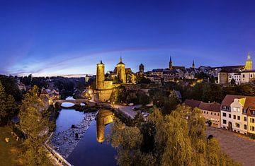 Ligne d'horizon de la vieille ville de Bautzen à l'heure bleue