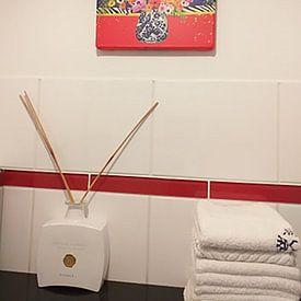 Klantfoto: Vrolijk bloemen modern stilleven schilderij van Nicole Habets, op canvas