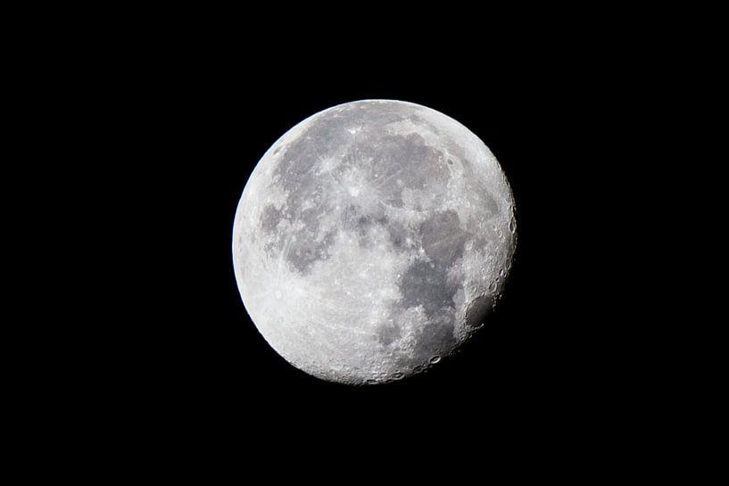 Moon van Omar Adeel