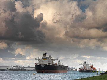 Tankers in de Rotterdamse Haven von Frans Rutten