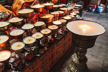 Tibetaanse boterlampen in klooster van Your Travel Reporter