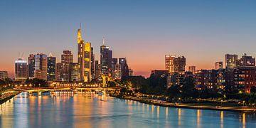 Zonsondergang boven Frankfurt am Main van Henk Meijer Photography