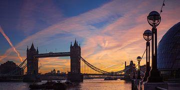 Torenbrug bij zonsopgang van Keith Wilson Photography