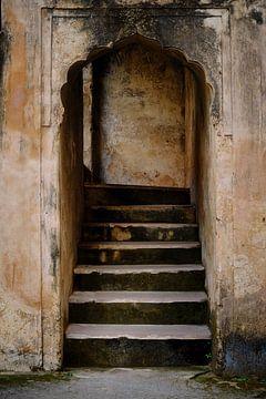 poort met trap in Raj Mahal tempel van Karel Ham