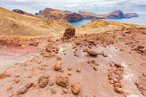Maanlandschap met rotsen op eiland Madeira in Portugal van Ben Schonewille