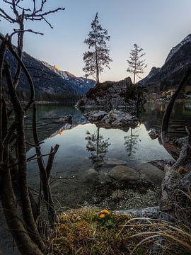 Tijdens de zonsondergang in Hintersee van Thomas Weber