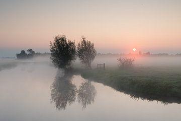 Lever de soleil avec brouillard Donkse Laagten Alblasserwaard sur Beeldbank Alblasserwaard