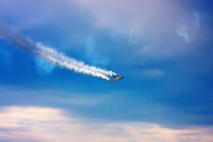 Jet Fighter met rook uitstoot