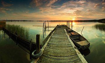 Alter Bootssteg im Sonnenuntergang