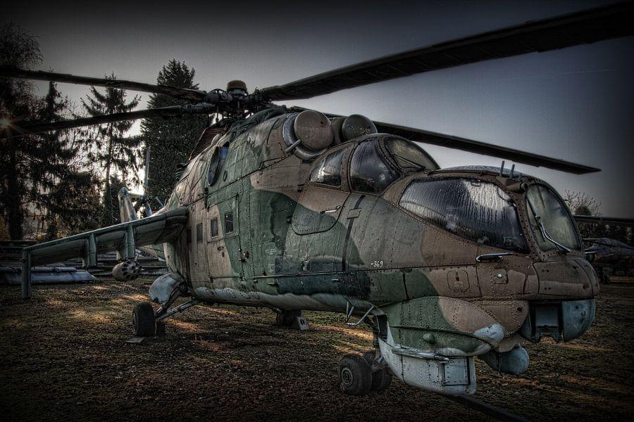 MIL MI-24 HIND gevechtshelicopter van Eus Driessen