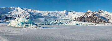 Fjallsárlón Iceberg, Panoramafoto. Uitloper van de Vatnajökullgletsjer op IJsland van Gert Hilbink