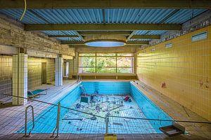leeg zwembad van Michael Schulz-Dostal