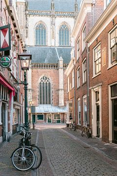 Historische architectuur in de Warmoesstraat  in Haarlem van Manon Galama