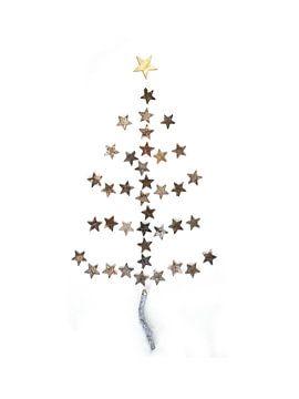 Un arbre de Noël fait de bois et d'étoiles sur Stephanie Franken