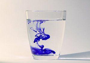 Waterglas met inkt