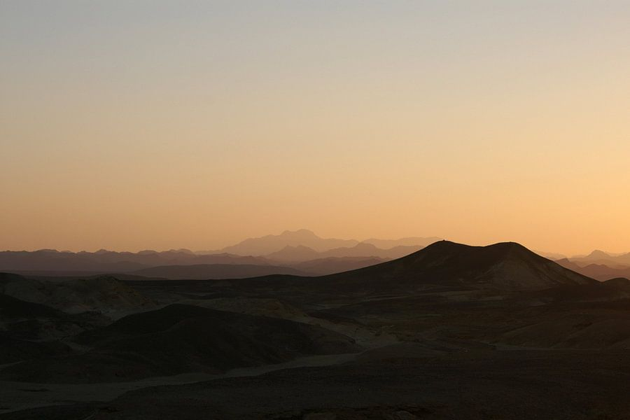 Sunset Mountains van Studio voor Beeld