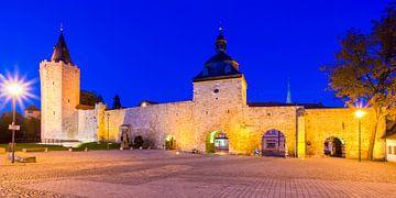Historische vestingwerken in Mühlhausen 's nachts van Werner Dieterich