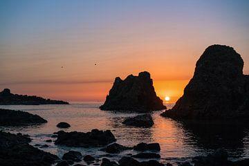 Coucher de soleil sur la côte d'Antrim sur Roelof Nijholt