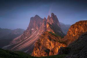 Seceda Dolomieten Regenboog Zonsondergang van Vincent Fennis