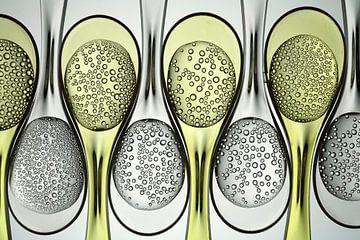 Carbonated liquids in plastic spoons sur BeeldigBeeld Food & Lifestyle