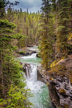 Wasserfall in Johnston Canyon, Kanada von Rietje Bulthuis