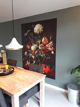Klantfoto: Jan Davidsz de Heem. Vaas met bloemen , op naadloos behang