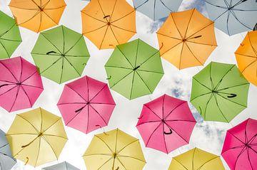 Parapluies colorés sur Mark Bolijn