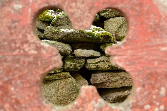 Doorkijk klavertje vier muur Tsjechie focus achtergrond