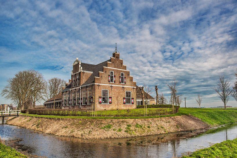 Historische boerderij in Friesland nabij Witmarsum van Harrie Muis