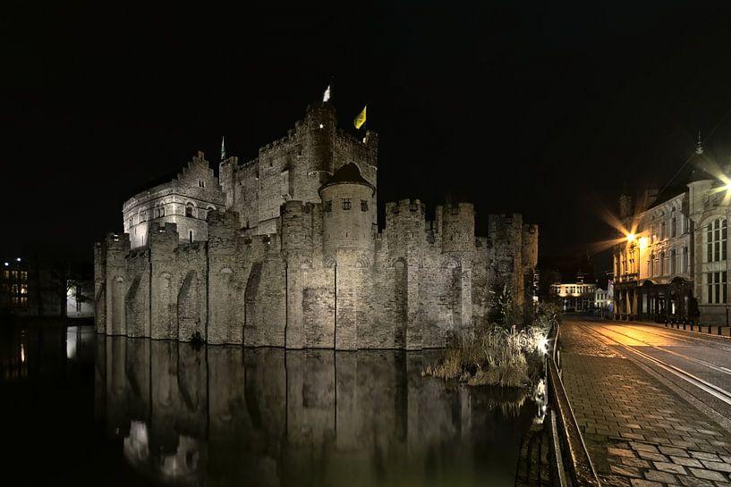 Le Château des Comtes et la rue du Bourg à Gand la nuit sur Kristof Lauwers