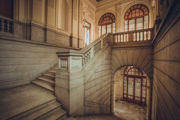 Escalier dans un hôpital italien abandonné sur Wesley Van Vijfeijken