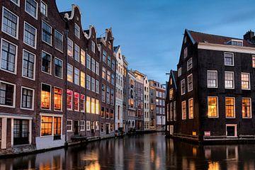 Amsterdam in de avond van Jeroen van Rooijen