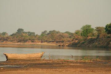 Houten vissers boot Zambia Afrika van Bobsphotography