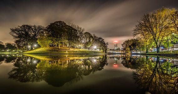 Prinsentuin dwinger en stadsgracht bij avond van Harrie Muis