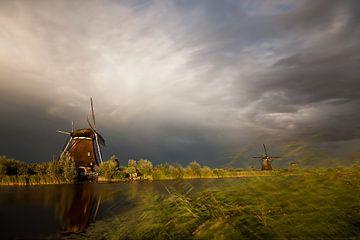 Wegtrekkende storm boven Kinderdijk van Halma Fotografie