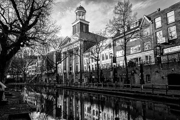 De Augustinuskerk in Utrecht in zwart-wit (liggend) van De Utrechtse Grachten