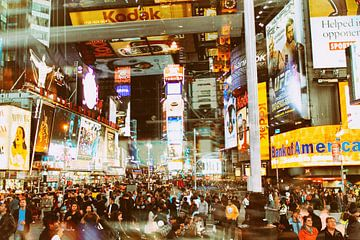 Een avond op Times Square, New York van Caught By Light