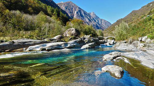 Brug over de Verzasca, Lavertezzo, Ticino van