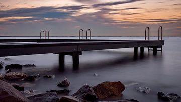 Steiger Grevelingenmeer bij haven Ouddorp van Marjolein van Middelkoop