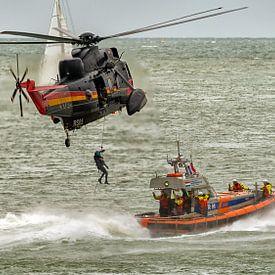 Belgischen Sea King und Niederländischen Rettungsboot von Roel Ovinge