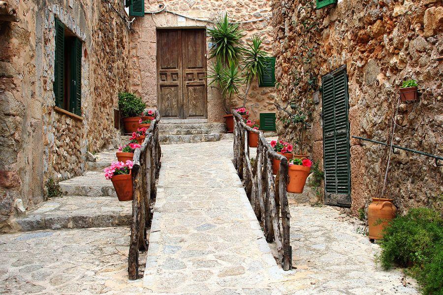 Rustikale mediterrane dorf mallorca auf leinwand poster bestellen - Mediterrane wandbilder ...