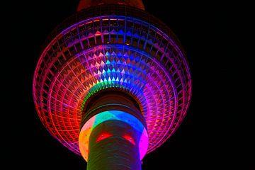 Die Kugel des Fernsehturms Berlin in besonderer Beleuchtung von Frank Herrmann