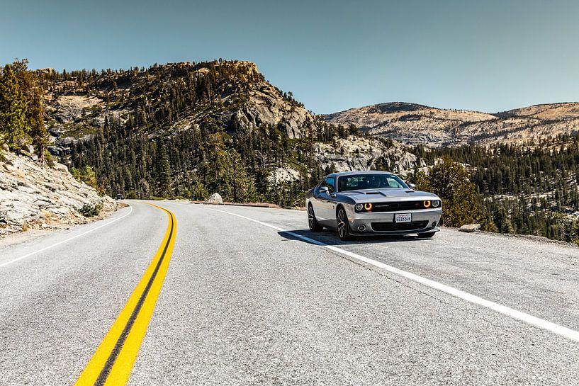 Dodge Challenger in Yosemite National park van Martijn Bravenboer