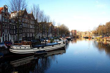 Aan de Amsterdamse grachten. van Willem Holle WHOriginal Fotografie