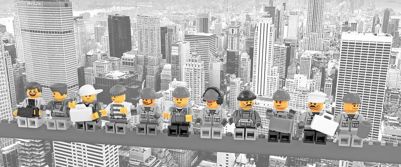Lunch a top a skyscraper Panorama New York Yellow van Marco van den Arend