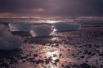 IJsland, Diamant Beach, ijsbergen op het strand van Gert Hilbink