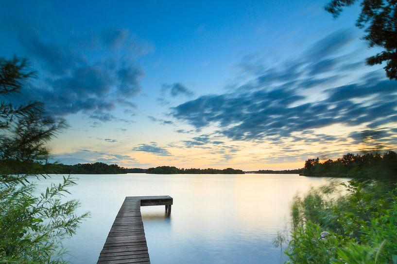 Midzomernacht bij het meer van Ron Buist