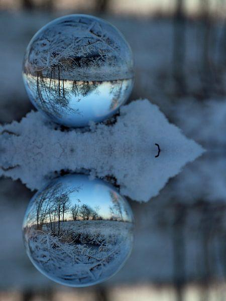 Glazen bol winter van Fotografie Sybrandy