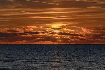 Sonnenuntergang an der niederländischen Küste von Danny de Jong
